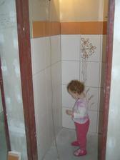 Gábi to kontroluje na záchodě:)