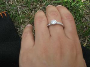 moj zasnubny prstienok, dostala som ho 3. 3. 2007 :-)
