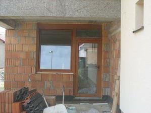 v aprili nam zasklili vchod a vsetky okna