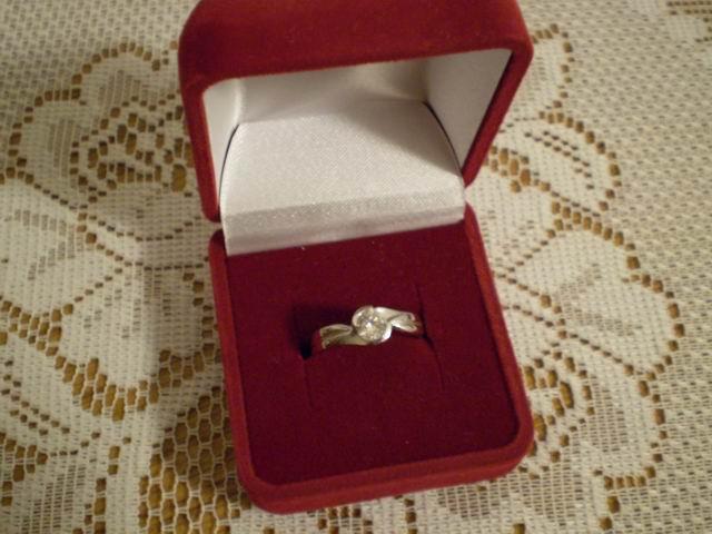 Naše svadobné prípravy - Môj snubný prstienok