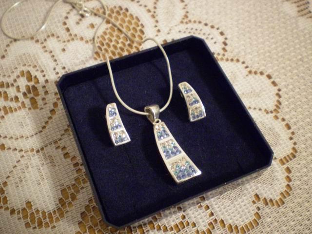 Naše svadobné prípravy - šperky k popolnočným šatám