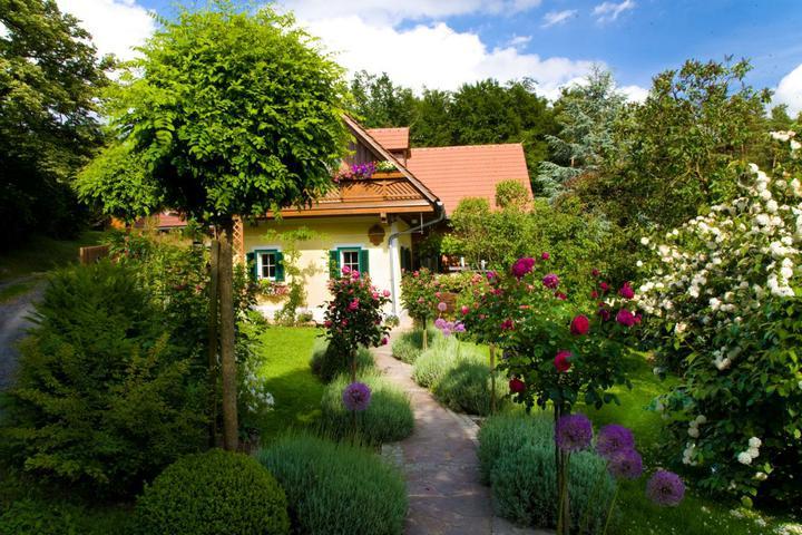 Príprava na bývanie ;-) - krasna zahrada, velka inspiracia :-)
