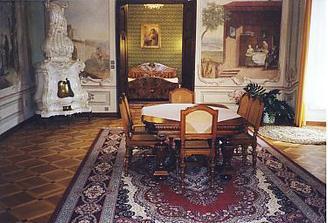 Uvažavoli jsme, že strávíme svatební noc v apartmá na zámku... Bohužel je obsazené.