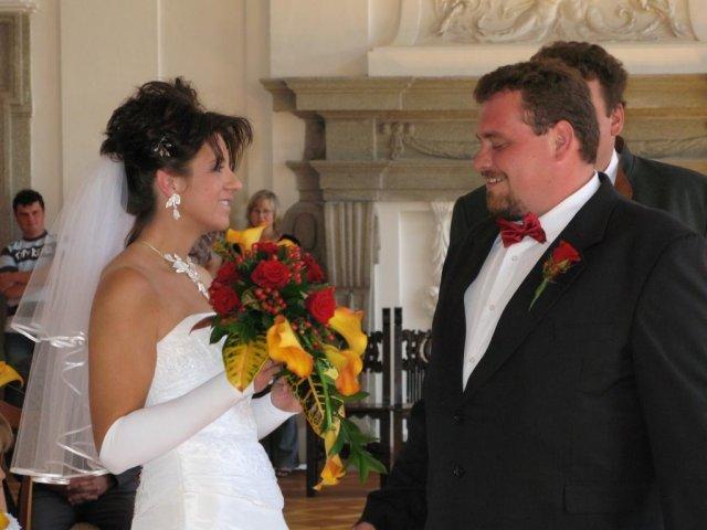 Monika + Patrik - 7.7.2007 - Moje kytice a ženichova korsáž.
