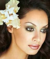 krásný make-up, není ale moc výrazný?