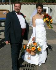 Tenhle květinový košík jsme nechali udělat manželovo tatínkovi na hrob.