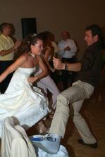 Ani zlomena noha nas v tancovani nezastavila