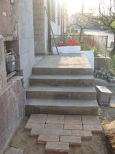 Nové schody - možná trochu velké..
