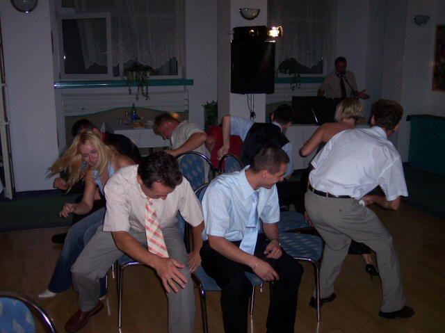 Lenka{{_AND_}}Martin - stoličkový tanec