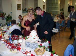 krájanie svadobnej torty