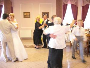 ĂşvodnĂ˝ tanec