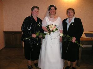 nevěsta s maminkou a tchýní