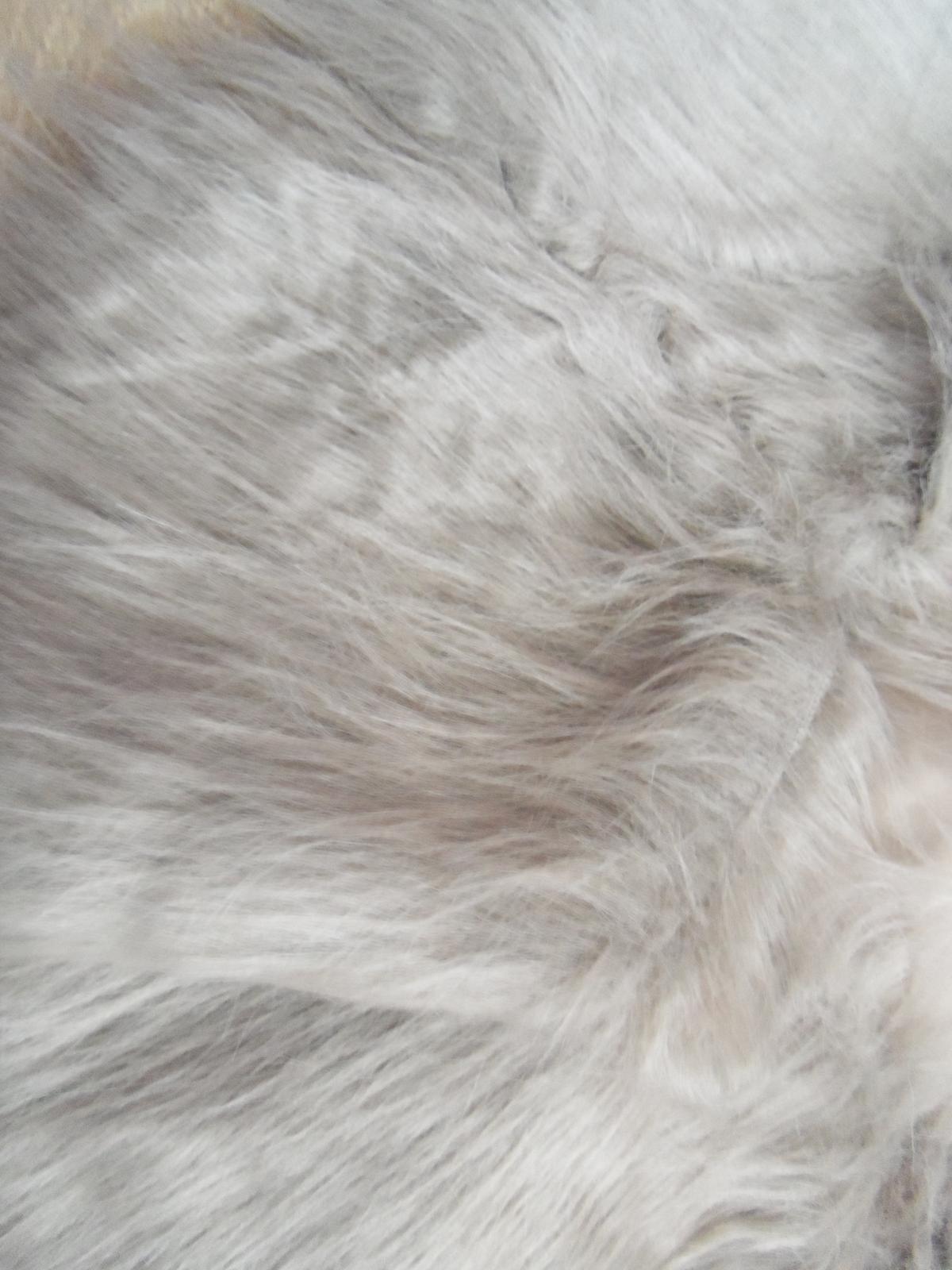 Hnedé kožušinové bolerko - štóla k dispozícii - Obrázok č. 3