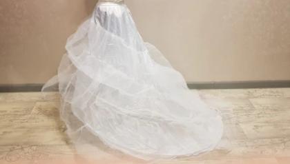 Spodnička pod šaty s vlečkou - Obrázok č. 4