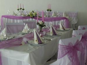 výzdoba v takejto farbe .... jednoducho dekorované stoly :)