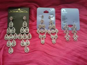 Tři varianty náušnic ke svatebním šatům a účesu. Nebudu mít náhrdelník takže náušničky mohou být velké.