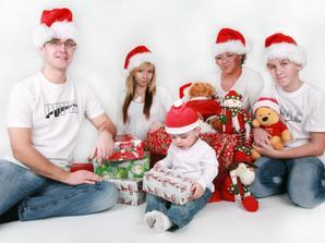 moja úžasná rodinka :)))) a naša posledná spoločná fotka...tešííím sa na svadobné spoločné :)
