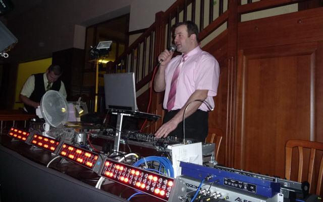 """""""prípravy na svadbu"""" - náš DJ :)"""