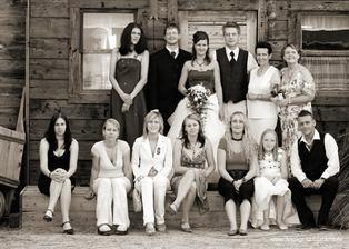 Svedci Lucinka a Lee,  maminka nevesty, zenichova maminka, nejlepsi kamaradky - Gabinka, Martinka, Janicka, JAnicka a zenichova sestra s dcerou a pritelem.
