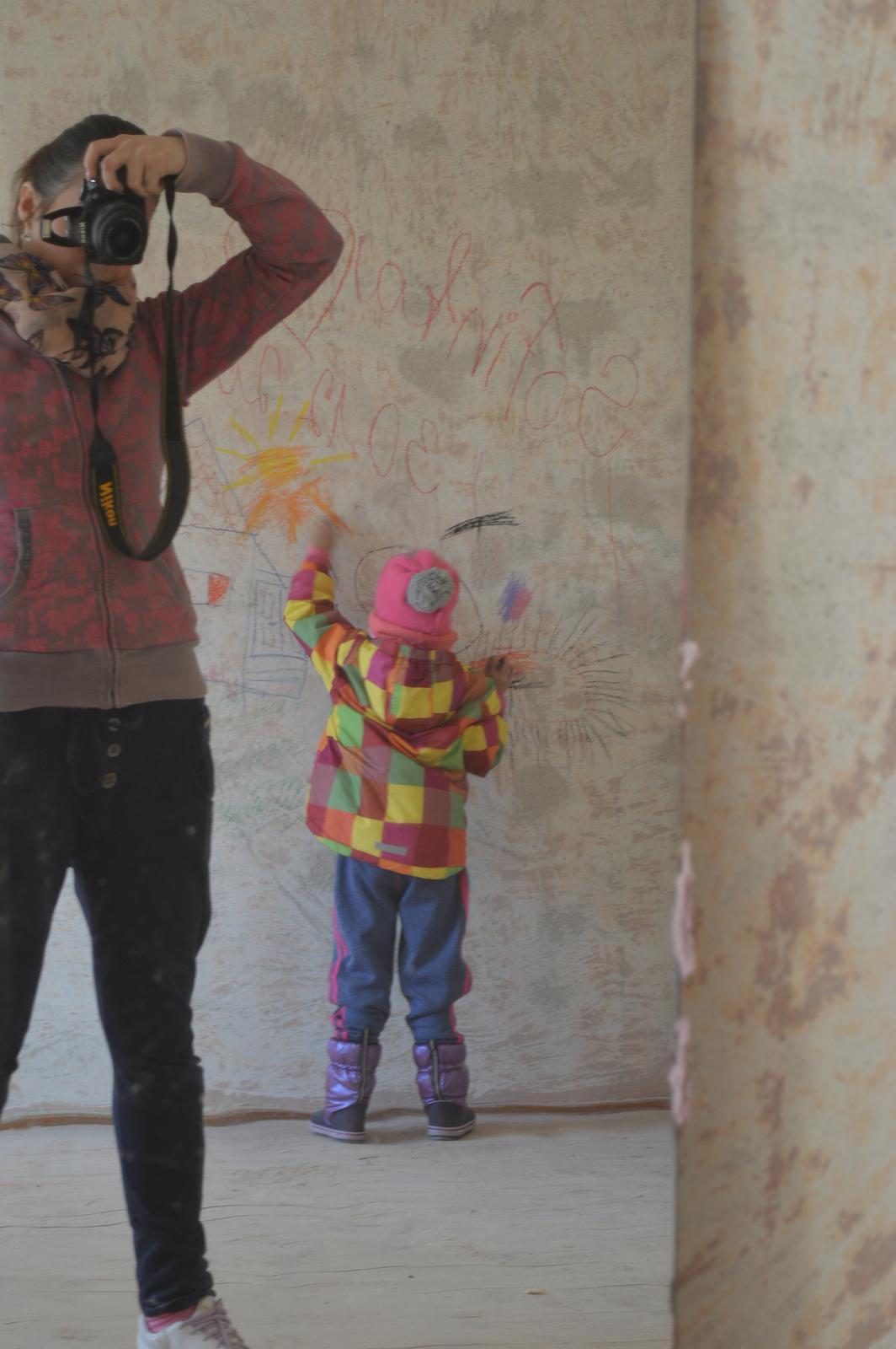 U nas DOMA   👪💟 - kreslime po stenach kym sa moze 😄