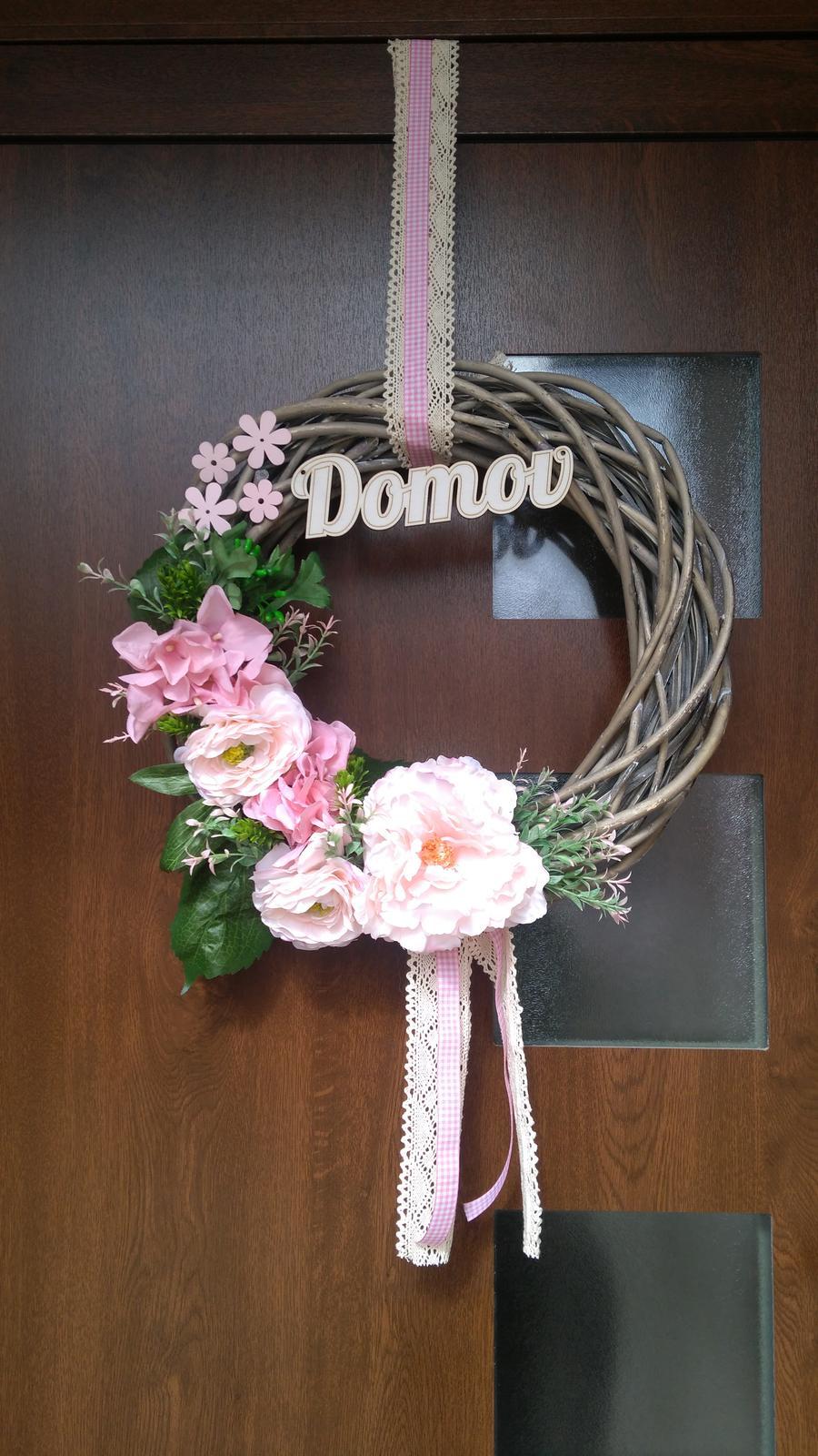 U nas DOMA   👪💟 - Nový veniec na dvere...