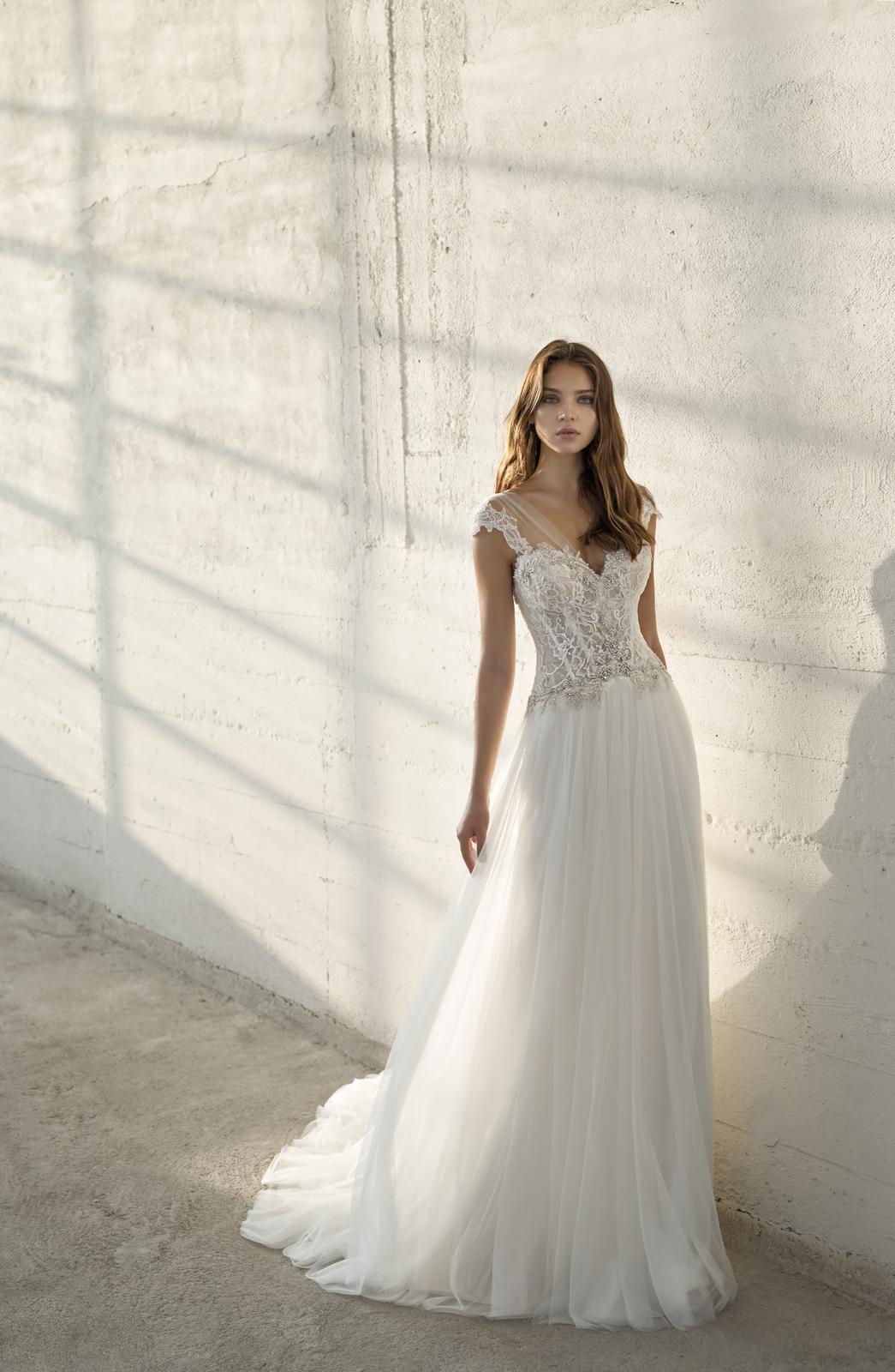 Velký výprodej svatebních šatů! - Model Ella  použité pouze na focení katalogu. Kolekce 2019!!! Cena 12 300,-. Velikost 36.