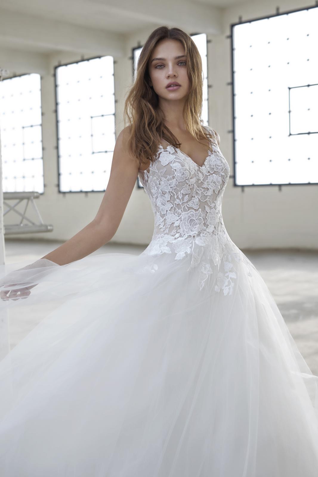 Romantická, elegantní, rebelka anebo bohémka? Jaký typ nevěsty jste vy? - Model Edythe z kolekce Le Papillon by Modeca 2019