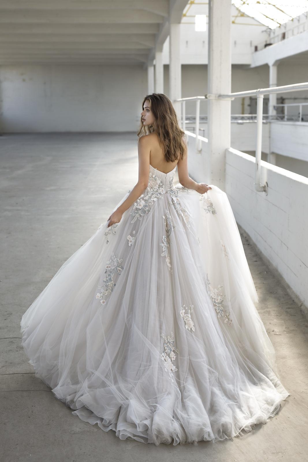 Romantická, elegantní, rebelka anebo bohémka? Jaký typ nevěsty jste vy? - Model Eleanora z kolekce Le Papillon by Modeca 2019