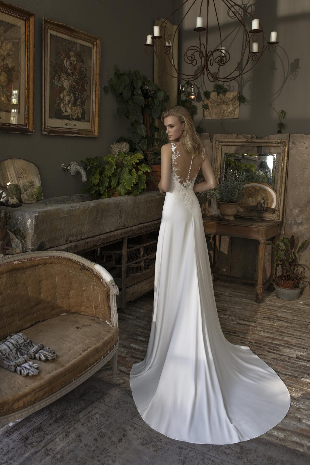 Romantická, elegantní, rebelka anebo bohémka? Jaký typ nevěsty jste vy? - Model Denver z kolekce Modeca 2019