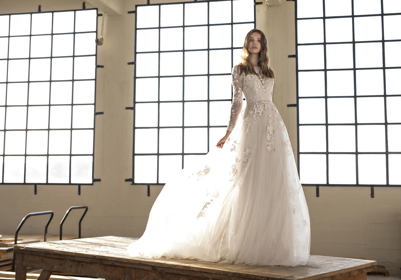 Svatební šaty s rukávy - Obrázek č. 1