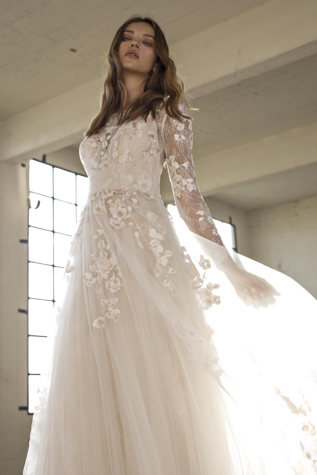 Svatební šaty s rukávy - Obrázek č. 4