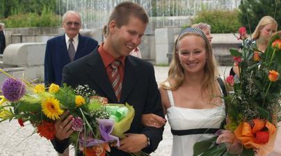 tolko kvetov sme dostali, priprava na svadbu:))