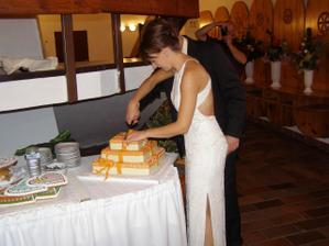 krájanie torty a moje popolnočné šaty