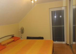 moja izba, nestihla sa dorobit, stihla som sa odstahovat :) je tam len postel, skrina no a vsetko co sa inym nezmesti do izby :D