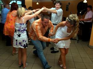 Tady nás učil tančit náš muzikant,který byl úžasný :-)