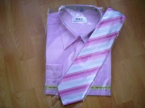 Už jsme sehnali i košili s kravatou pro ženicha :o)