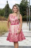 Červené krátké šaty na ples  www.svatebninella.cz