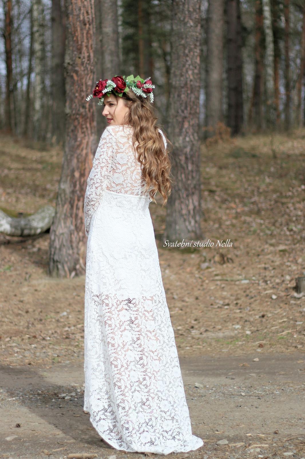 Svatební šaty styl BOHO - Boho krajkové svatební šaty  www.svatebninella.cz