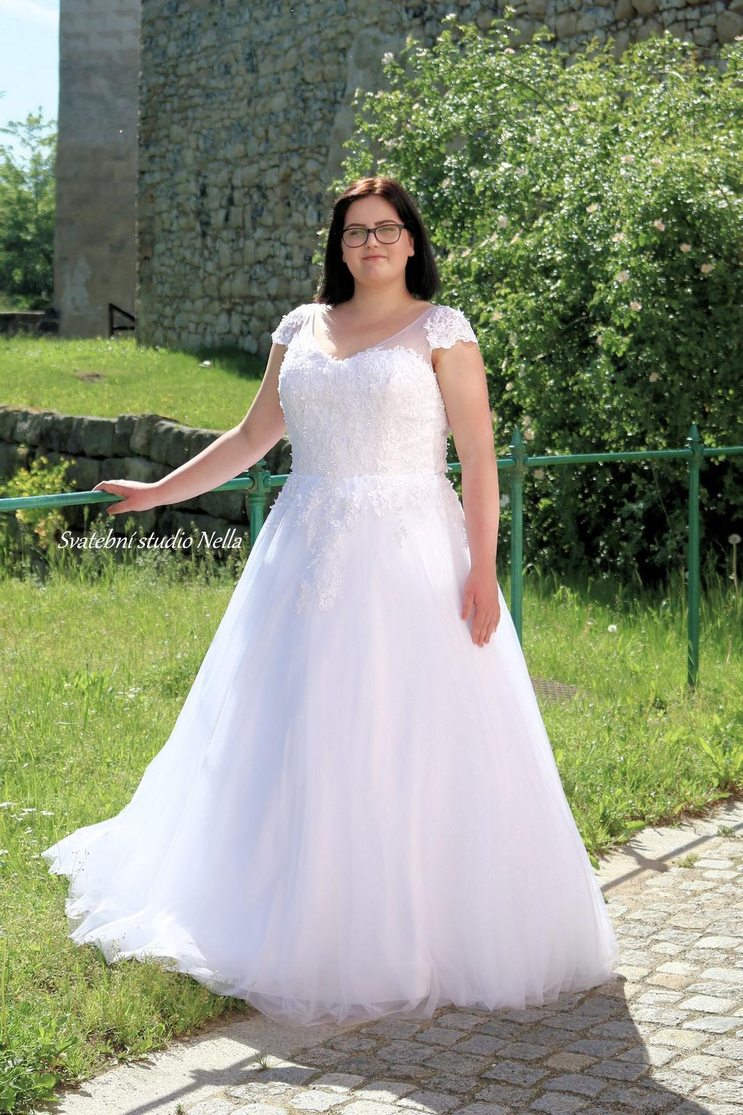 Svatební šaty XXL pro plnoštíhlé nevěsty - Svatební šaty pro plnoštíhlé - velikosti a ceny na našem webu www.svatebninella.cz