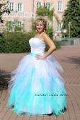 Plesové šaty mentolové - půjčovné, 40