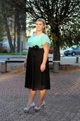 Půjčovna - krátké společenské šaty černo-zelené, 46