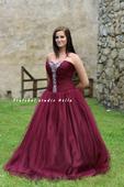 Plesové šaty vínové - půjčovna, 42