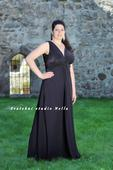 Plesové šaty černé pro plnoštíhlé - půjčovna, 48