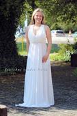 Antické svatební šaty s broží, 36