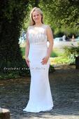 Svatební šaty zdobené korálky, 40