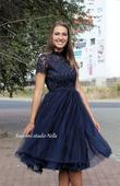 Krátké plesové šaty s krajkovým rukávem modré, 36