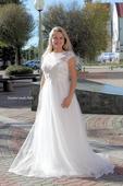 Empírové svatební šaty zdobené krajkou, 42