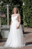 Tylové svatební šaty s rukávkem zdobené perličkami, 40