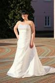 Svatební šaty s vlečkou vel. 48, 48