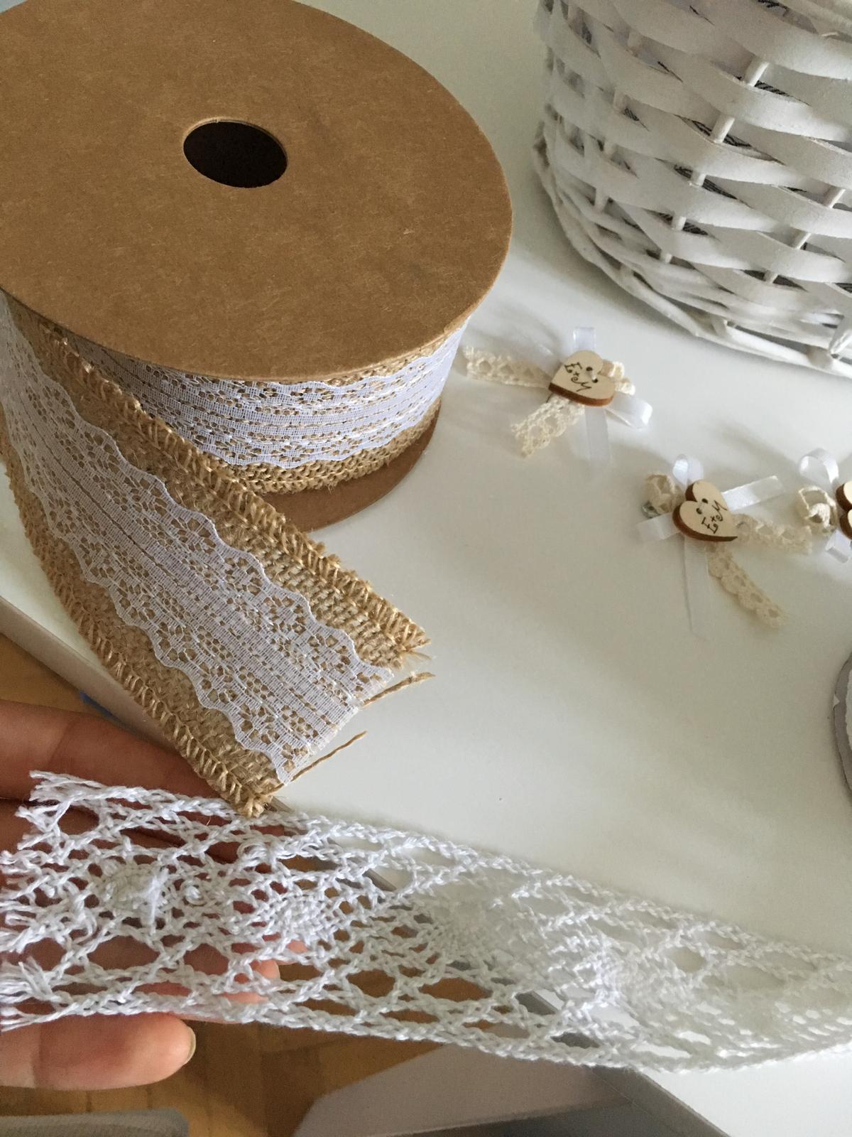 Biela čipka a jutovinová stuha - Obrázok č. 1